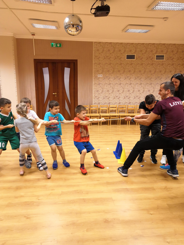 Sporta izklaide bērniem un vecākiem «Jautrie starti»